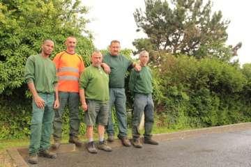 Une partie du personnel des espaces verts : Hervé, Patrick P,  Patrick B, Yannick et Christopher
