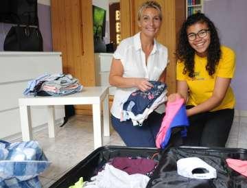 Tracy et sa maman, Auriane, feront tout entrer dans la valise.