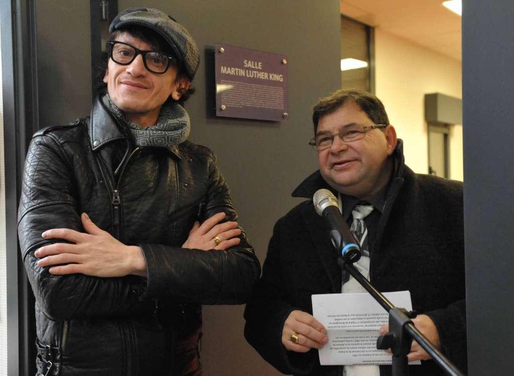 L'artiste Alain Tang aux côtés du maire.