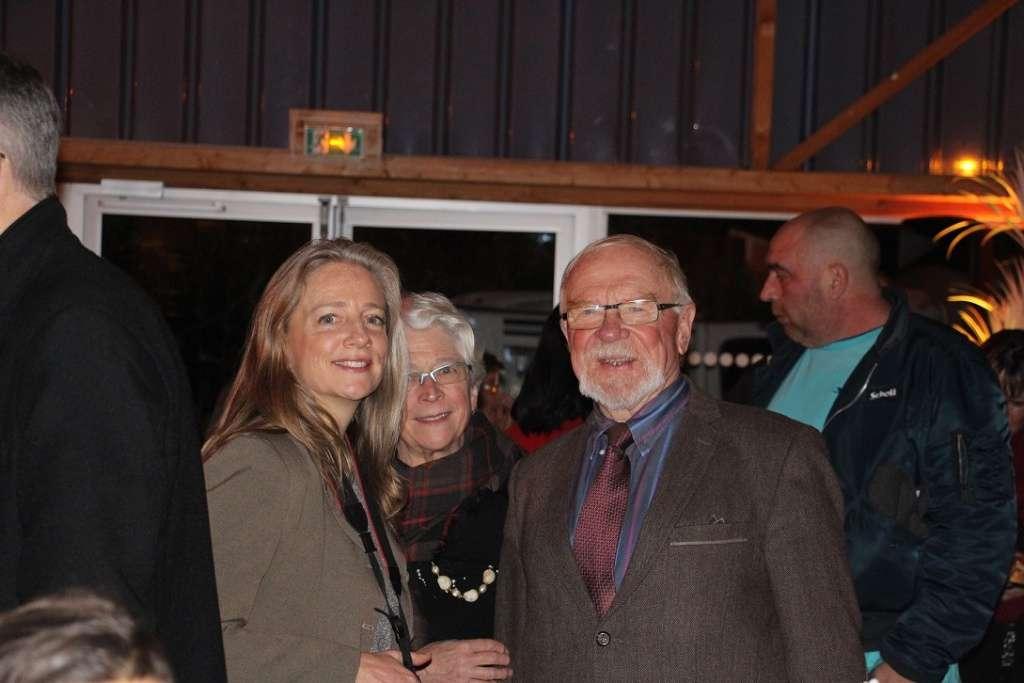 A droite, Bernard Rigault, maire de Moussy-le-Neuf, avec son épouse et sa fille