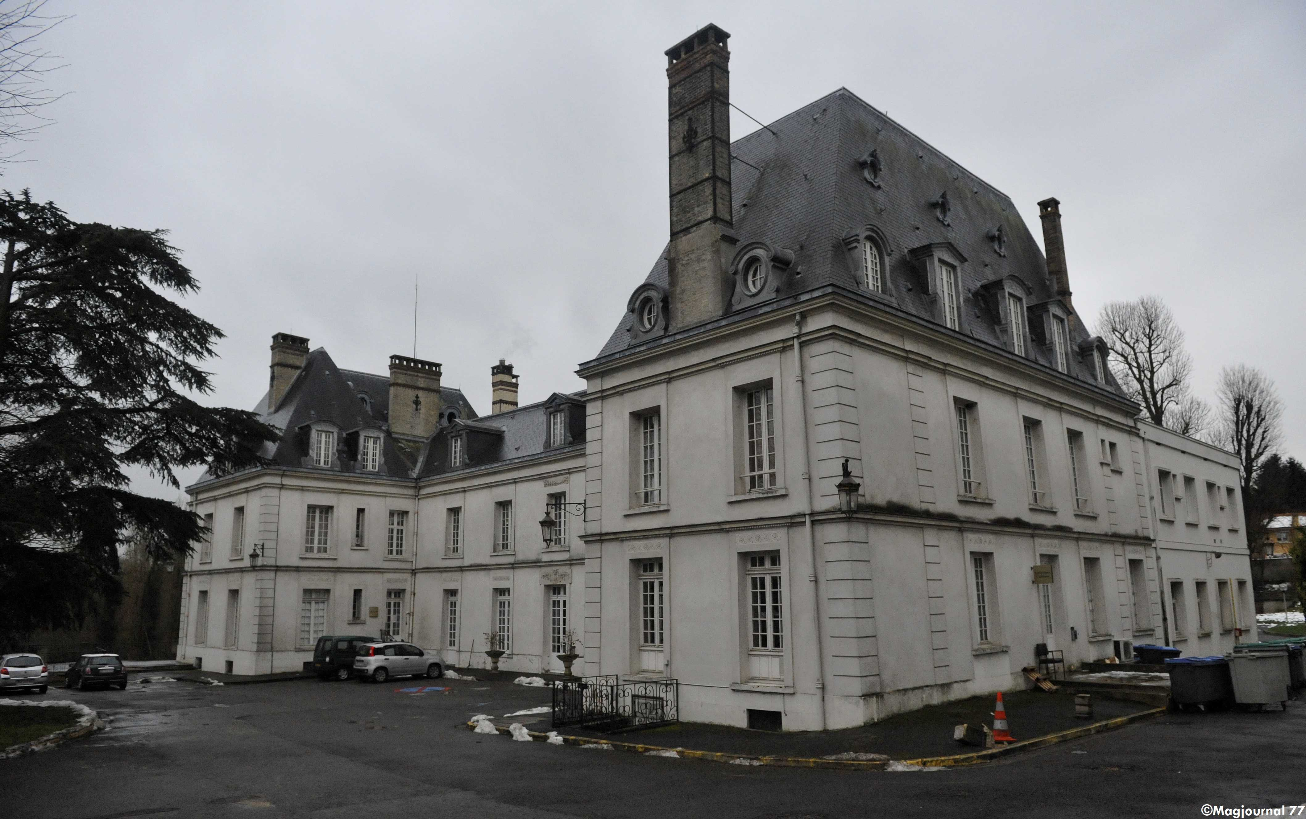 Villevaud maison de retraite sncf une salari e crit for Annonces personnel de maison