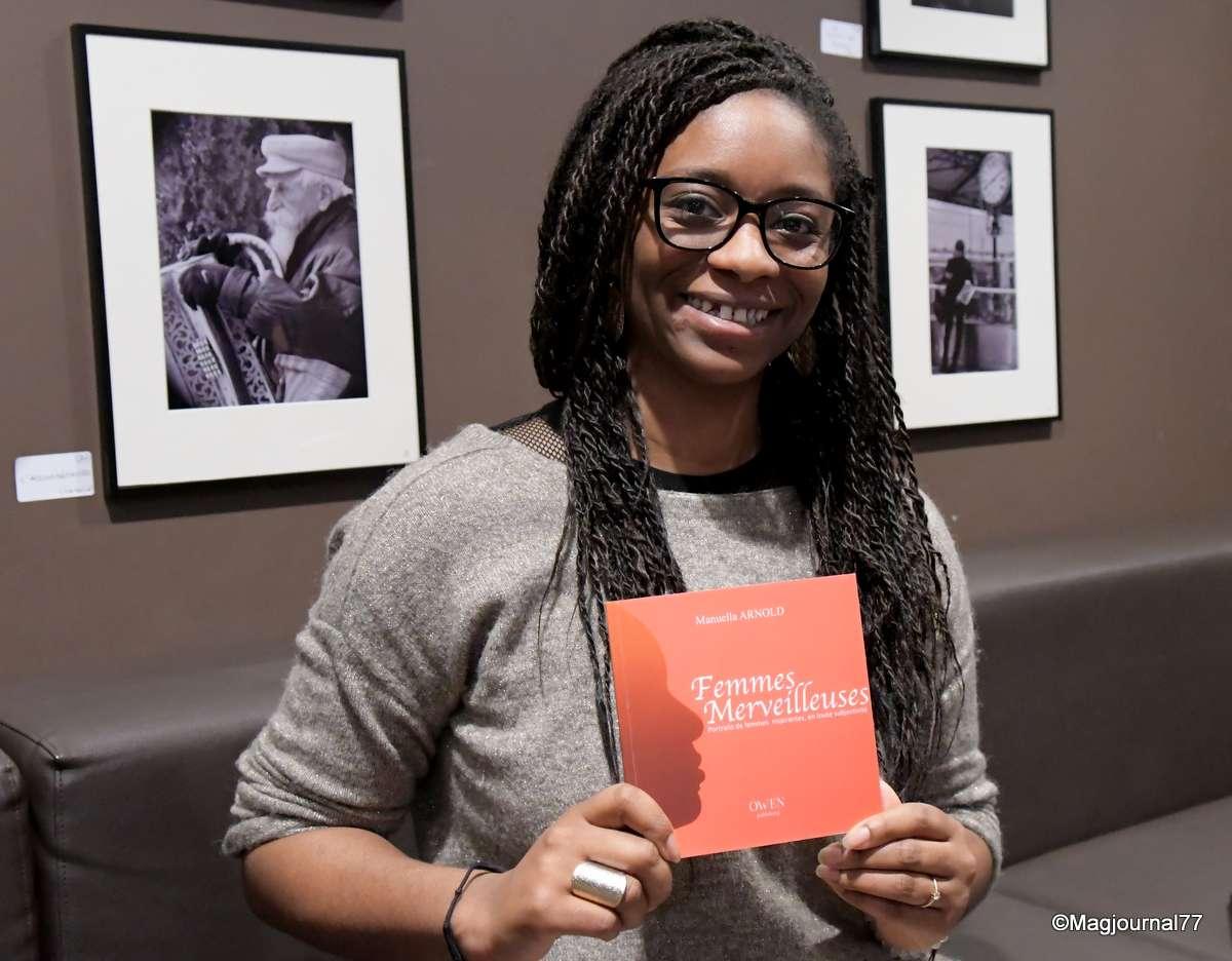 serris manuella arnold a sign son premier livre sur les femmes merveilleuses. Black Bedroom Furniture Sets. Home Design Ideas