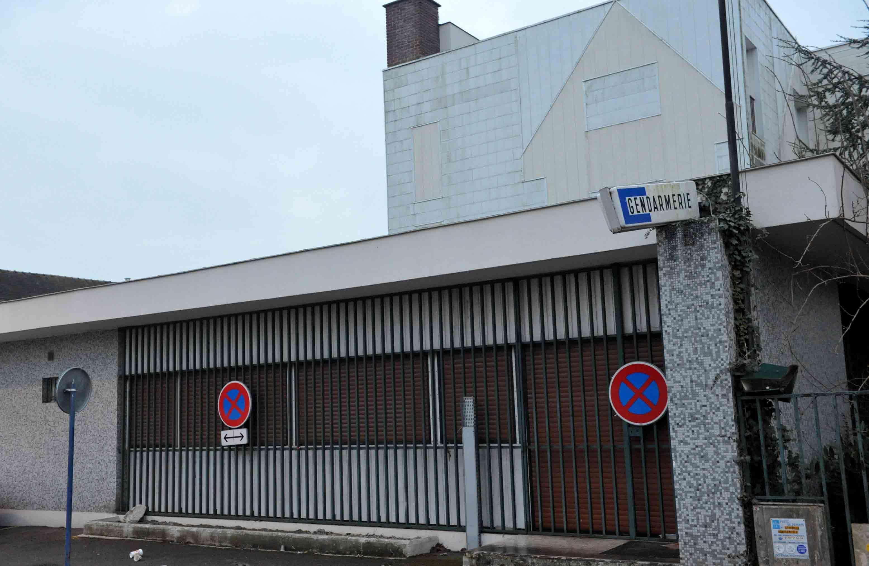 Située en face du chantier, l'ancienne gendarmerie désaffectée servira de base vie aux ouvriers.