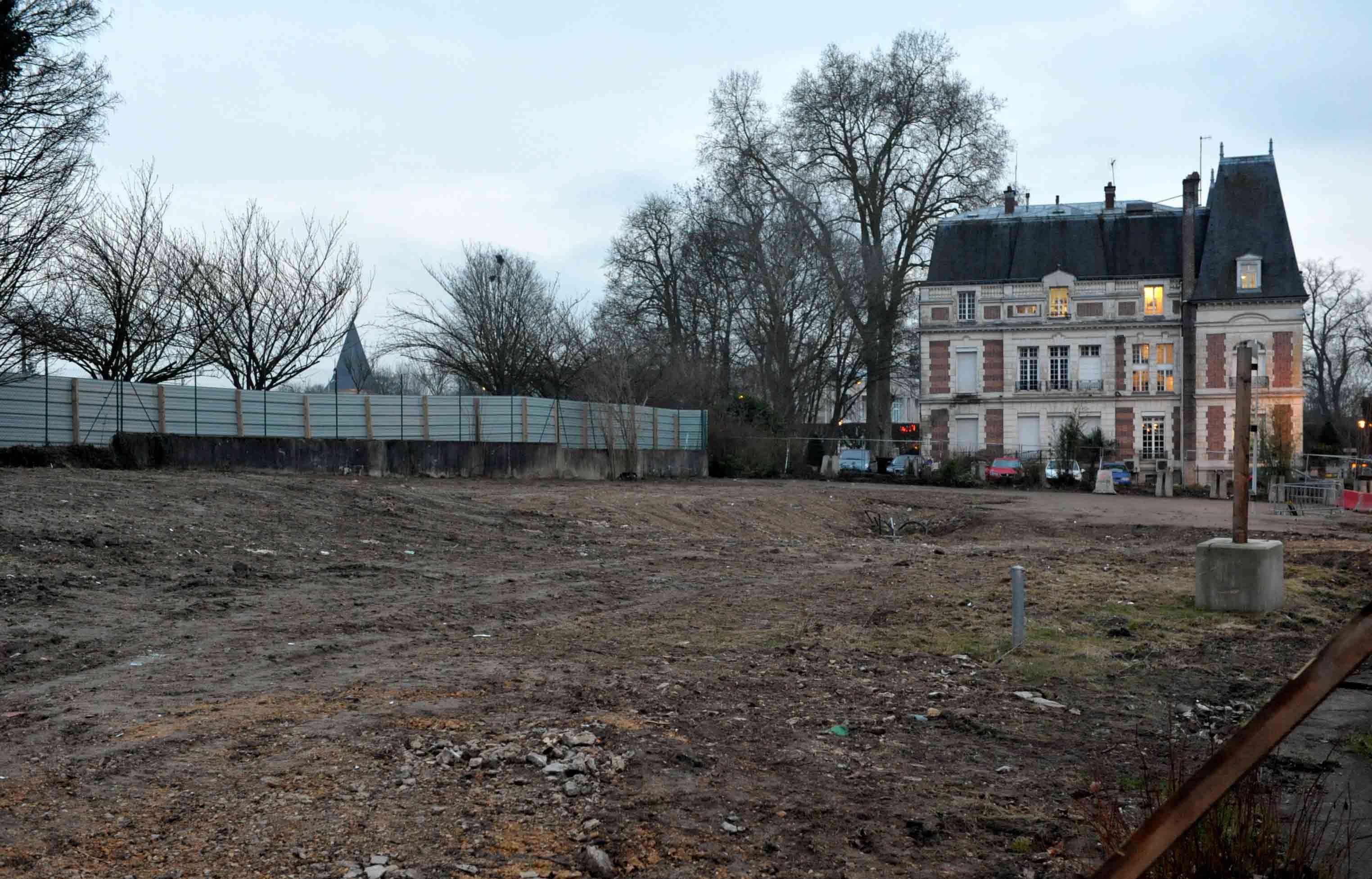 5b098aecdbb Claye-Souilly ▻ Place nette pour le centre administratif et le futur  conservatoire