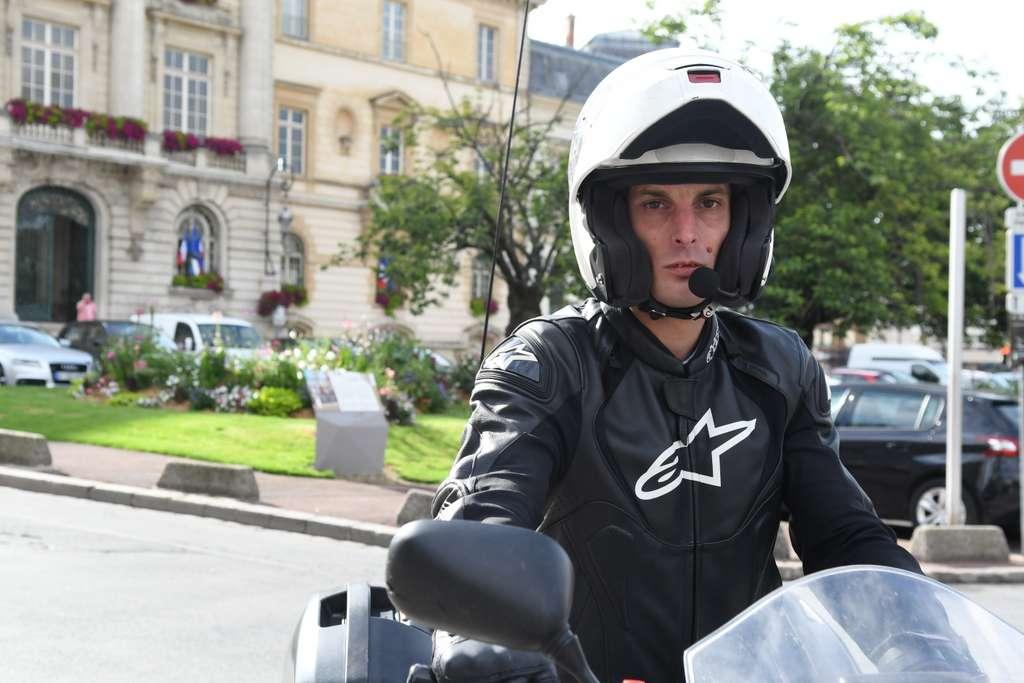 meaux vid o nouveau ga tan guilmet propose ses services de coursier moto. Black Bedroom Furniture Sets. Home Design Ideas
