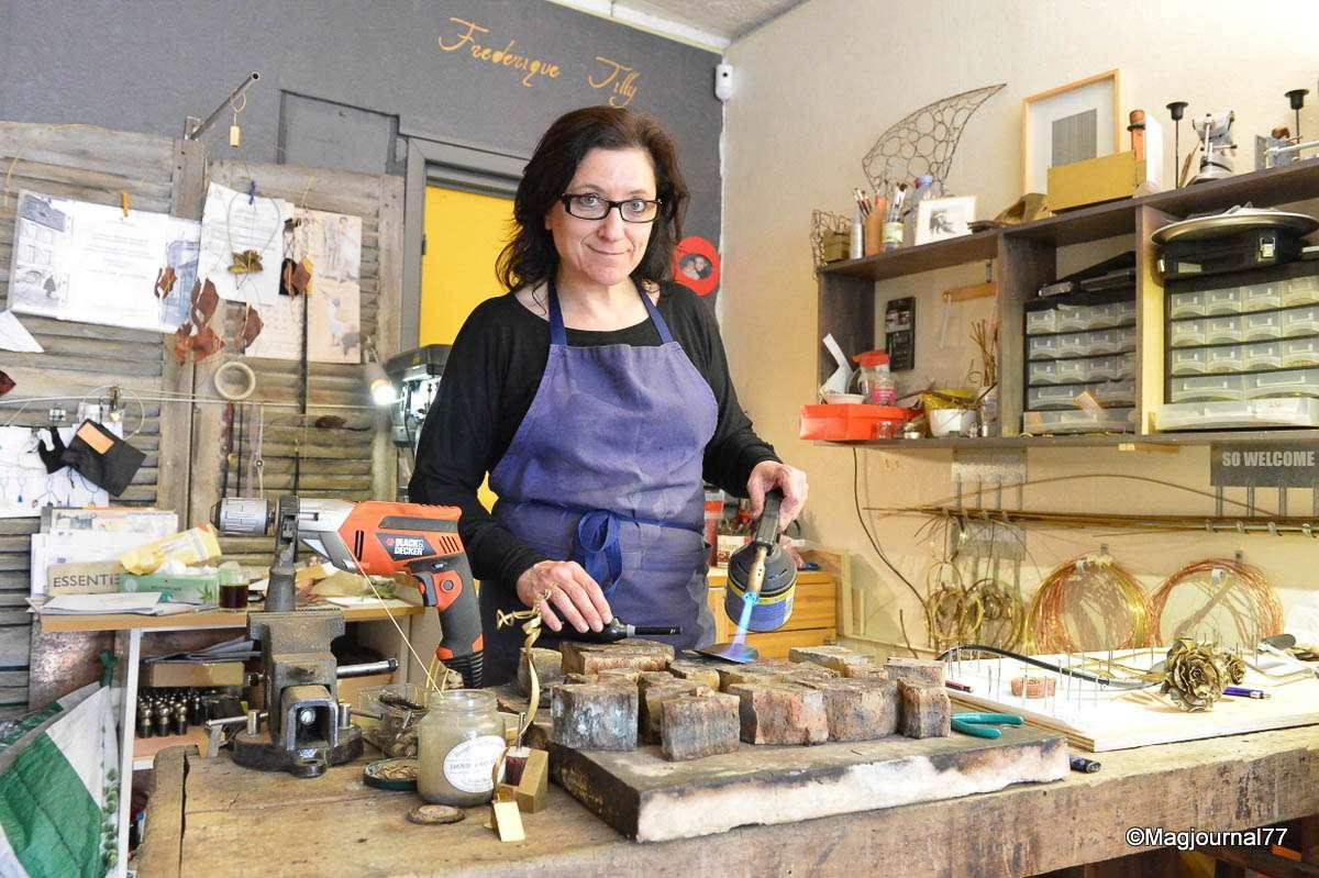 cr cy la chapelle artisanat la chambre de m tiers a visit l 39 atelier de la cr atrice. Black Bedroom Furniture Sets. Home Design Ideas