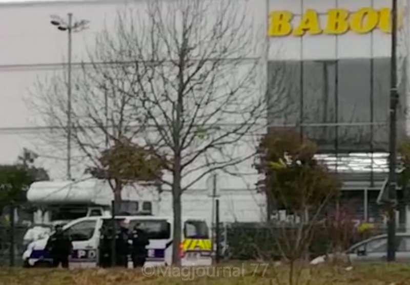 Meaux - Policier attaque Gilets Jaunes