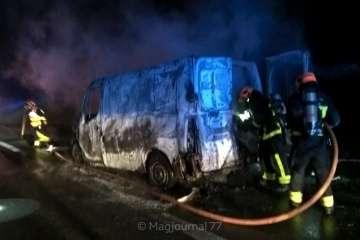 Voiture brûlée RN2 16 février 2019